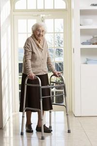 Eine Wohnraumanpassung erleichtert im Alter das Wohnen im eigenen Haus