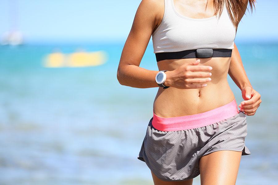 Mit einem Brustband kann die Pulsfrequenz beim Sport besonders gut kontrolliert werden