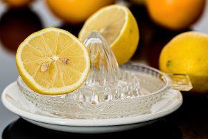 Zitronensaft sollten wir immer nur verdünnt trinken
