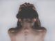 Wenn einer Frau im mittleren Alter plötzlich die Haare ausfallen, ist dies oft ein Schock